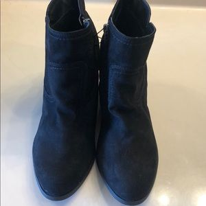 NWOT UNIVERSAL THREAD WEDGE BOOTIES